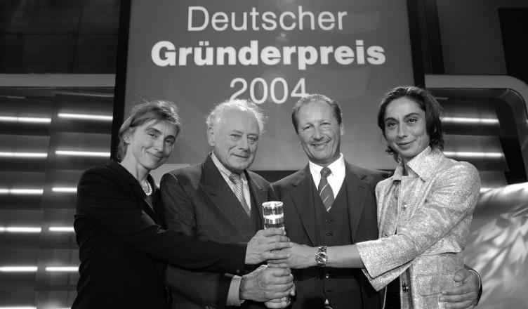 Insieme più forti: Marion Würth, Reinhold Würth, Markus Würth e Bettina Würth si rallegrano per il Premio Tedesco dedicato ai fondatori 2004.