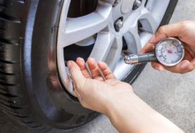 Come gonfiare e sgonfiare le gomme auto: sostituire gli pneumatici con prodotti professionali