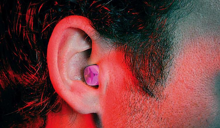 Ancora oggi si rischia di diventare sordi per il rumore sul lavoro. Tu proteggi correttamente il tuo udito?