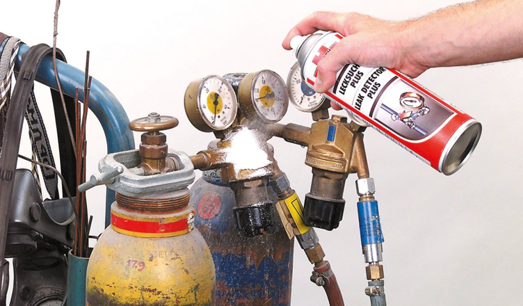 Cercafughe spray in schiuma per perdite di gas w rth for Progettista edile professionista