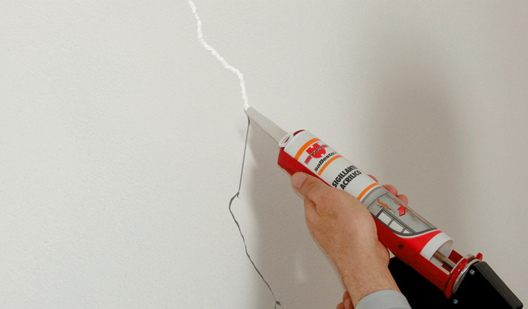 Sigillante acrilico verniciabile: 6 regole per evitare brutte sorprese, al di là della vernice che userai