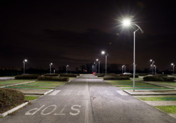 Progettazione dell'illuminazione stradale tra normativa, risparmio energetico e illuminazione adattiva