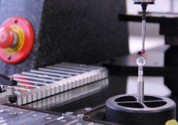 La macchina più grande del mondo per le prove di attrito? Si trova nel laboratorio di prova accreditato della Würth Industrie Service