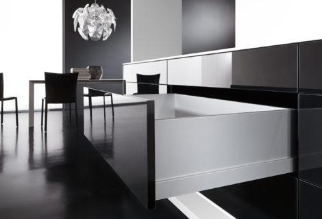 Montaggio mobili: utensili professionali per la misurazione e l'allestimento dell'arredo