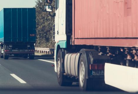 Normativa pneumatici per autocarri: tutto quello che devi sapere per viaggiare a norma di legge!