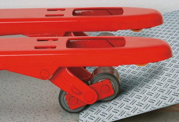 Come scegliere il transpallet a mano adatto per il tuo lavoro: scopri il carrello perfetto per il tuo magazzino