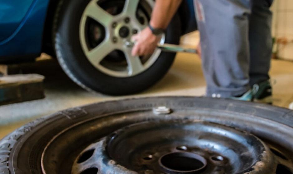 Mastice vulcanizzante per pneumatici e camere d'aria: cambiare le gomme non è sempre necessario!