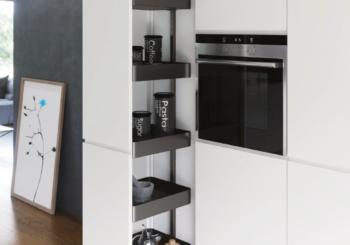 Organizzazione cucina su misura: ferramenta e componenti per colonne e colonne estraibili