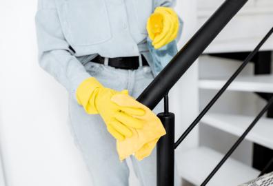 Prodotti professionali per la pulizia: detergenti, lavamani, guanti. Tutti i materiali di cui hai bisogno!