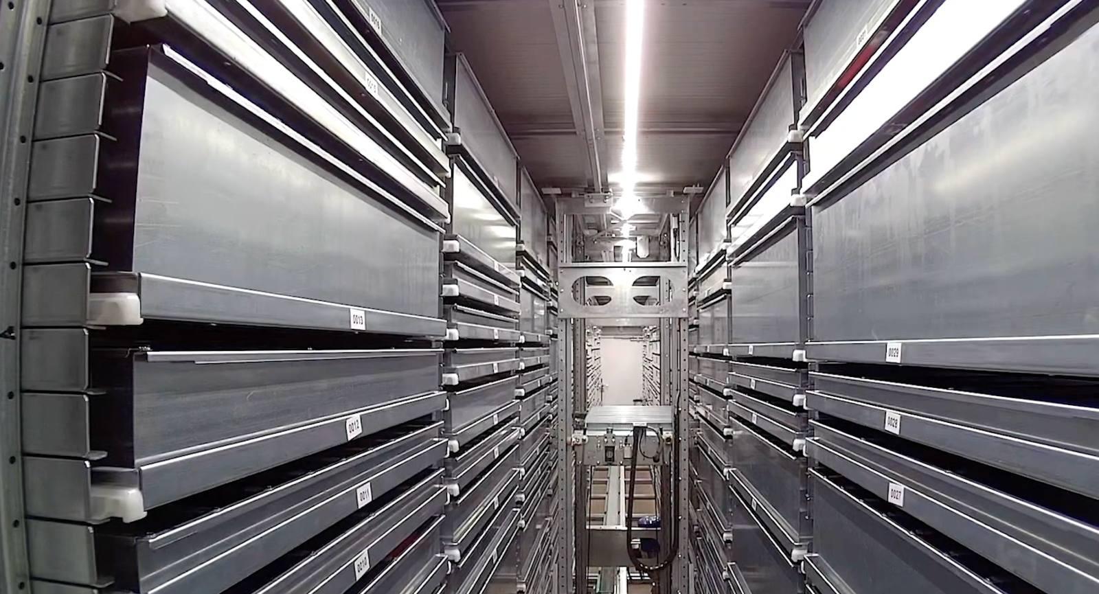 Automatic Store: bracci robotici interni