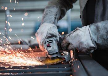 Lavorazione dell'acciaio inox: i prodotti da avere per un'ottimale finitura della superficie