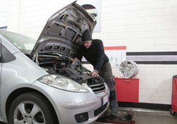 Caricabatterie per auto, moto e camion: quale scegliere? Consigli utili e piccoli accorgimenti per non restare a piedi [GUIDA ALLA SCELTA]