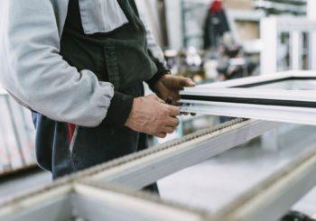 Forare gli infissi in alluminio in modo rapido e facile si può! Con gli utensili giusti e qualche piccolo suggerimento