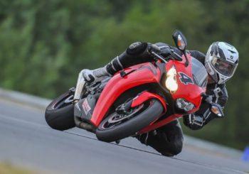 I prodotti per la pulizia e la cura di moto e scooter professionale: indispensabili per una moto sempre lucida e splendente!