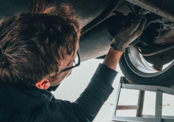 Come eseguire la corretta gestione dei rifiuti speciali nelle officine meccaniche e carrozzerie, dallo stoccaggio allo smaltimento
