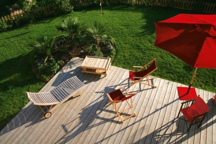 pulizia delle terrazze in legno - come pulire un terrazzo di legno