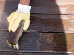 pulizia delle terrazze in legno - eliminare macchie