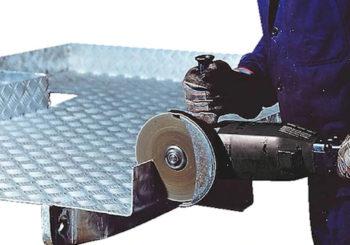 Taglio meccanico: le tipologie, i vantaggi e le differenze rispetto agli altri tagli del metallo, come il taglio termico ed erosivo