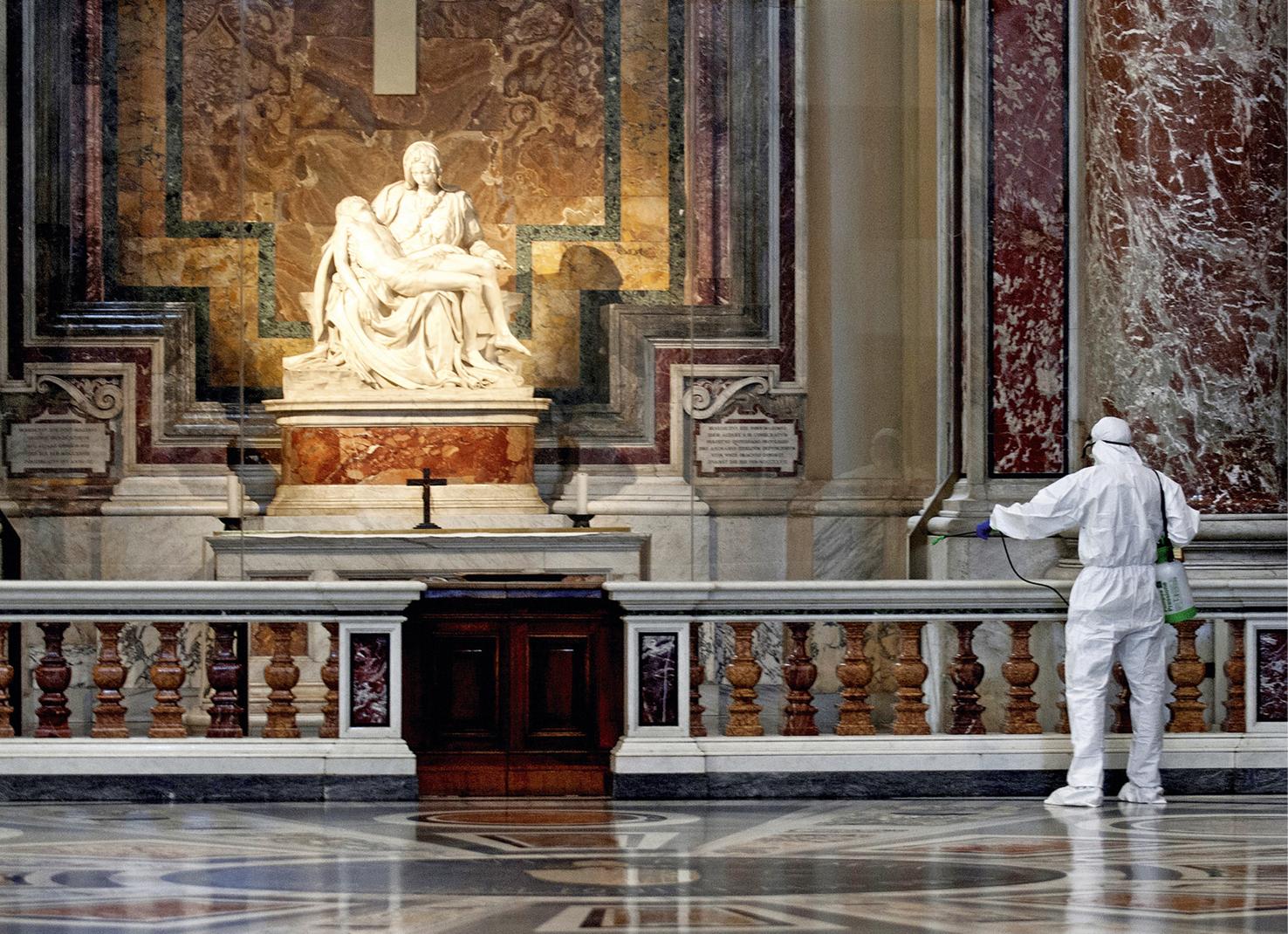 Anche la statua della Pietà, scolpita nel marmo di Carrara da Michelangelo, viene disinfettata con prodotti Würth