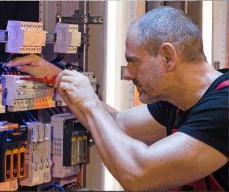 Come diventare elettricista qualificato-manutenzione quadro elettrico